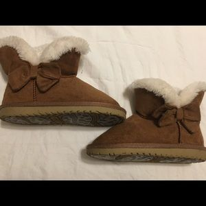 Toddlers size 7 Children's place brand boots